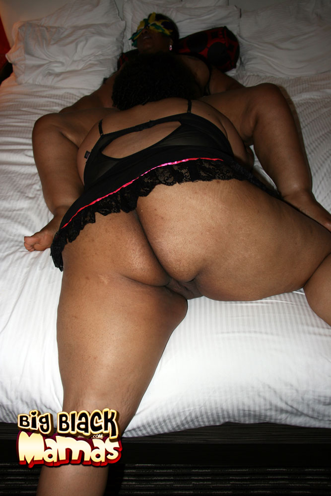 Fat black woman having sex